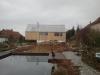 Holzhaus Bergern Gartenseite mit Teich